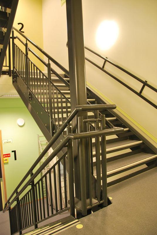 DPS internal stairs  1 800x500